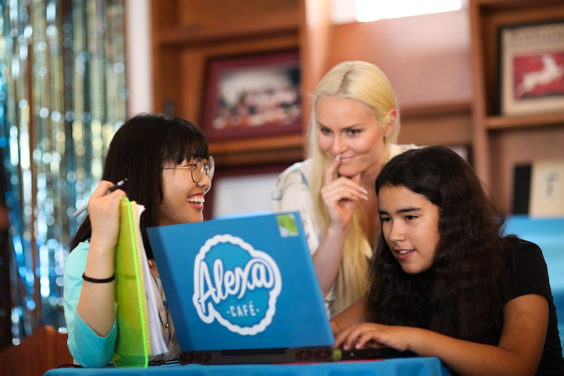 lindsey vonn and alexa cafe students